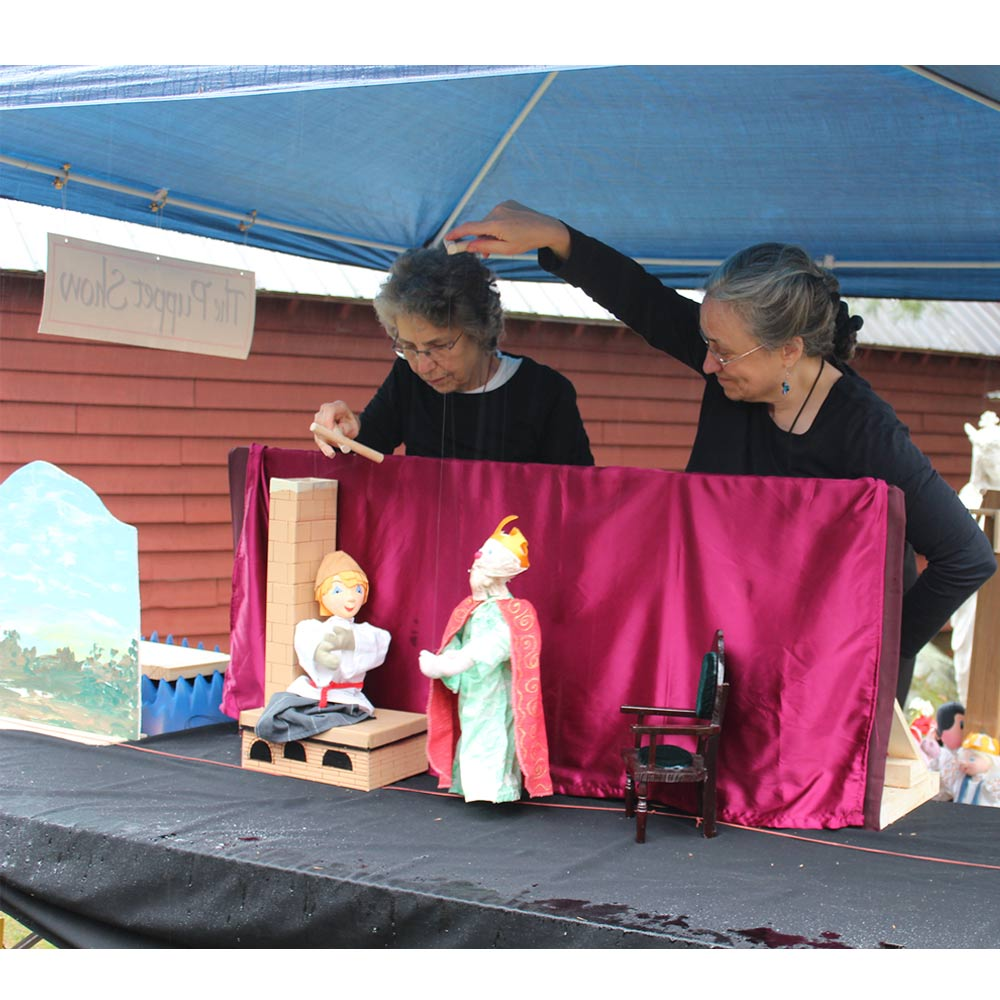 Puppeteers at 2017 Heritage Fest